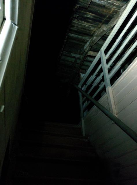 Pimeä yläkerta